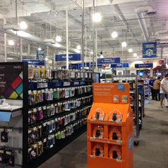 Photo taken at Best Buy by Michael C. on 11/14/2013