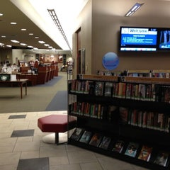 Photo taken at Tinley Park Public Library by Suli C. on 11/15/2012