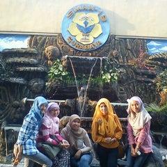 Photo taken at SMA Negeri 19 Surabaya by Uci U. on 3/24/2013