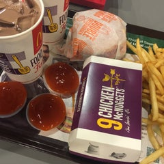 Photo taken at McDonald's by BRADERRR 😎 on 11/2/2015