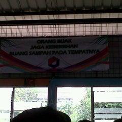 Photo taken at Pujasera Politeknik Negeri Bandung (Polban) by Azwardani W. on 2/13/2013