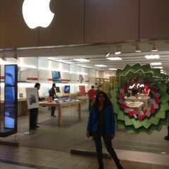 Photo taken at Apple Store, Smith Haven by ilker g. on 11/27/2012