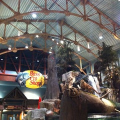 Photo taken at Bass Pro Shops Outdoor World by Rose D. on 1/26/2013