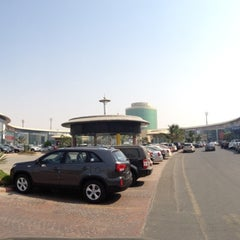 Photo taken at Auto Mall | أوتو مول by Osama A. on 11/4/2012