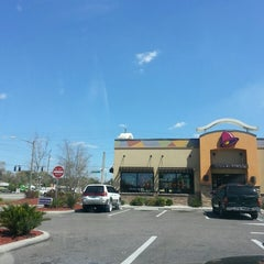 Photo taken at Taco Bell by Daniel H. on 3/15/2014