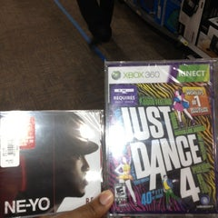 Photo taken at Best Buy by Steph on 11/24/2012