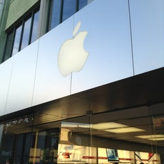 Photo taken at Apple Store, Town Square by yasushi o. on 1/6/2013