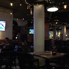 Photo taken at Uno Pizzeria & Grill - Boston by Marcelo d. on 12/28/2014