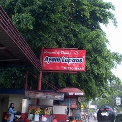 Photo taken at Ayam Lepaas by Denny S. on 3/2/2013