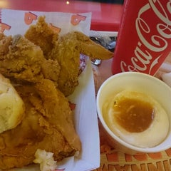 Photo taken at Popeyes by Francisco H. on 8/29/2015