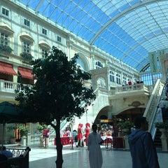 Photo taken at Mercato Mall مركز ميركاتو by Marusya S. on 3/29/2013