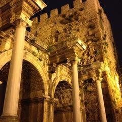 Photo taken at Üçkapılar (Hadrian Kapısı) by Fevzi T. on 3/9/2013