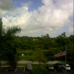 Photo taken at Hampton Inn Ft Lauderdale Airport North by Starr G. on 11/21/2011