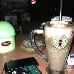 Photo taken at Coffee Toffee by oQ R. on 1/17/2013