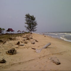 Photo taken at Pantai ujung pandaran by Fadil P. on 9/16/2012
