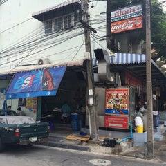 Photo taken at เป็ดย่างพัฒนาการ 50 by Nut101 J. on 7/16/2014