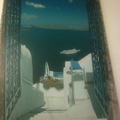 Photo taken at Taverna Santorini by Raffaele M. on 11/14/2012