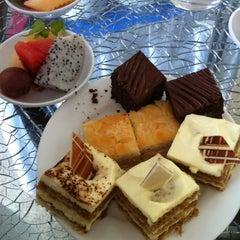 Photo taken at Sheraton Hanoi Hotel by Longanh V. on 9/20/2012