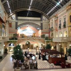 Photo taken at Mercato Mall مركز ميركاتو by Ali S. on 4/13/2013