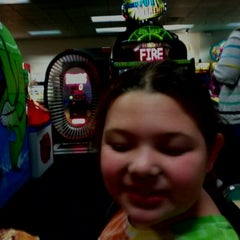 Photo taken at Chuck E. Cheese's by Judy B. on 9/26/2012