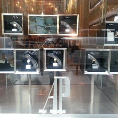 Photo prise au Audemars Piguet Boutique par Sean C. le10/20/2012