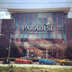 Photo taken at Paradise Park (พาราไดซ์ พาร์ค) by Halloo S. on 4/21/2013