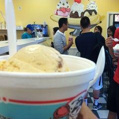 Photo taken at Honey Hut Ice Cream Shoppe by Eunji Y. on 9/22/2013