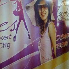 Photo taken at Gold Gym Thamrin city by Bongkeng J. on 4/28/2013