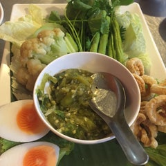 Photo taken at ไก่ย่างโคราช by chang t. on 1/28/2016