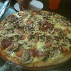 Photo taken at Pizza Colombiana by Sebastian on 2/28/2013