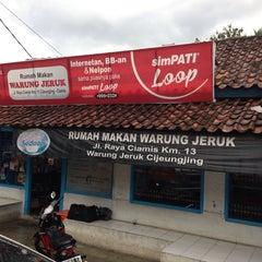 Photo taken at Rumah Makan Warung Jeruk by Arafat Bayu N. on 3/9/2014