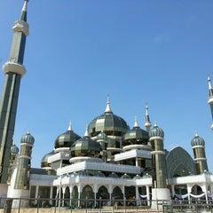 Photo taken at Masjid Kristal by Akuma on 5/27/2013