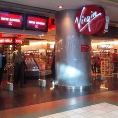 Photo taken at Virgin Megastore | فيرجن ميجاستورز by Muad S. on 11/25/2012
