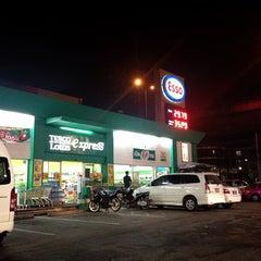Photo taken at Esso (เอสโซ่) by Nattadit on 1/7/2013