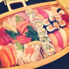 Photo taken at Sushi House by Mohammed A. on 4/20/2013