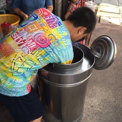 Photo taken at ไอติมยิว ถนนนางงาม by Rapee T. on 7/11/2015