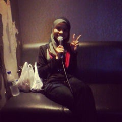 Photo taken at Song Box Karaoke by NUR SΣRi i. on 9/12/2013