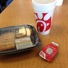 Photo taken at Chick-fil-A by Laura L. on 6/15/2013