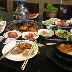 Photo taken at 람람 Lum Lum Korean Restaurant อาหารเกาหลี ล้ำลำ by Suchada S. on 6/1/2013