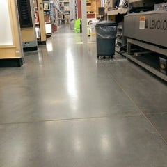 Photo taken at Lowe's Home Improvement by Jacob E. on 6/7/2014