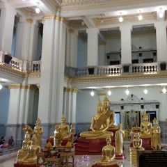 "Photo taken at วัดโสธรวรารามวรวิหาร (Wat Sothon Wararam Worawihan) by ""Wisuwat"" O. on 4/13/2013"