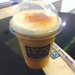 Photo taken at Coffee World (คอฟฟี่เวิล์ด) by NumwhaN💞 on 7/10/2015