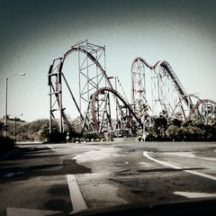 Photo taken at Six Flags Magic Mountain by brandon on 12/15/2012