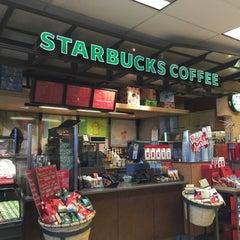 Photo taken at Starbucks by Rodney L. on 12/23/2014