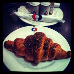 Photo taken at French Bakery   المخبز الفرنسي by Hashim B. on 6/9/2013