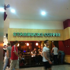 Photo taken at Starbucks by Nelson F. on 11/10/2012
