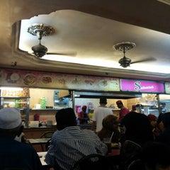 Photo taken at Nasi Kandar Subaidah by Lynn N. on 10/27/2012