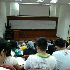 Photo taken at Kompleks Dewan Kuliah Fakulti Sains by Logeswaran B. on 10/4/2012