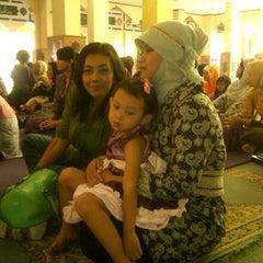 Photo taken at Masjid Al-Istiqna by Nenny W. on 9/30/2012