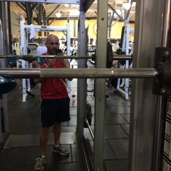 Photo taken at FITNESS SF SoMa by Hugo E. on 4/4/2015